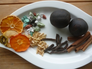 From right we have: Black lime, Cinnamon, Long black pepper, Chocolate! Dried fruits incl. Sharon fruit, Pine nuts
