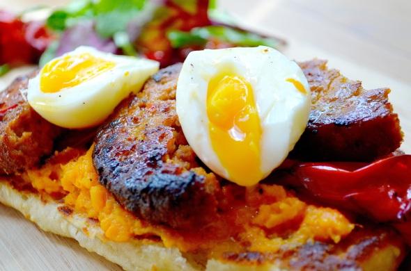 chorizo burger, sweet potato mayo, roasted sweet peppers